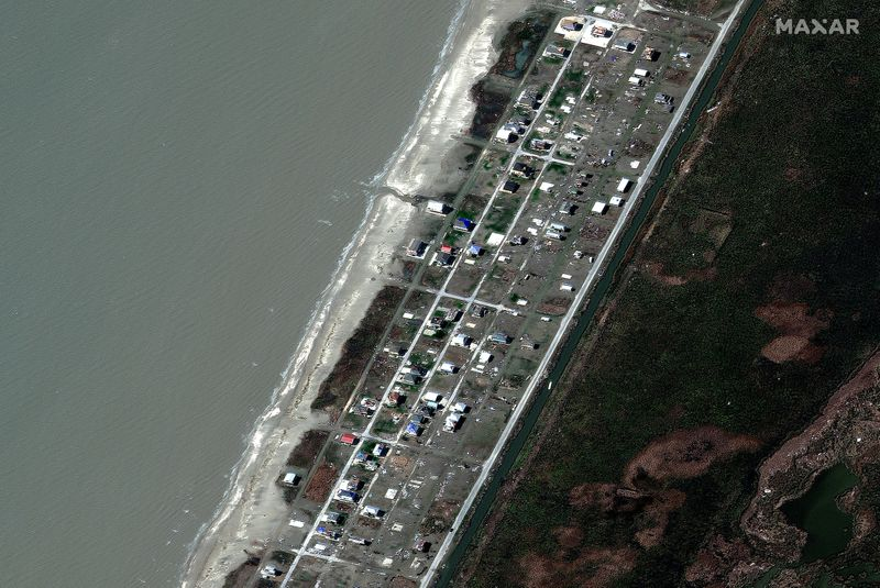 © Reuters. A satellite image shows damaged houses after Hurricane Delta in Holly Beach