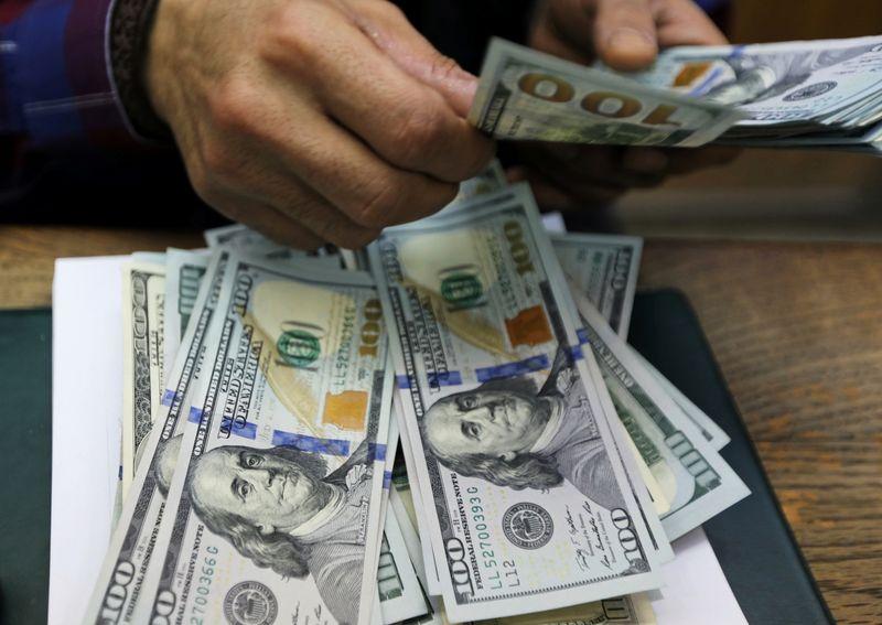 Dólar avança contra real com preocupações sobre vacina e de olho em fiscal