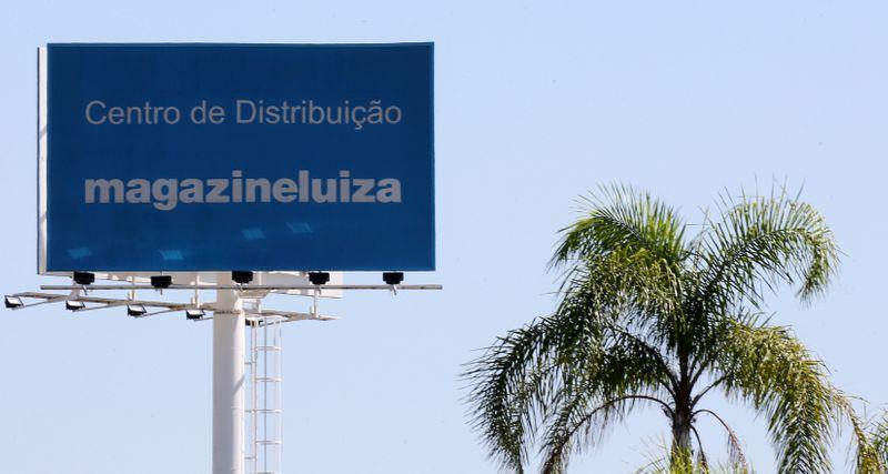 Ibovespa fecha em alta com Magazine Luiza renovando recorde a R$104