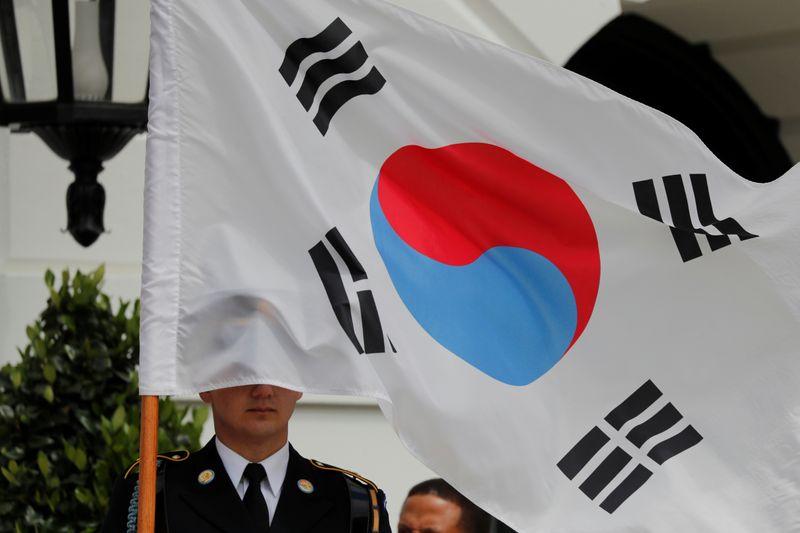 ЦБ Южной Кореи сохранил ставку, пообещал поддержку рынку