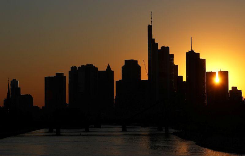 Восстановление немецкой экономики теряет импульс -- исследовательские институты