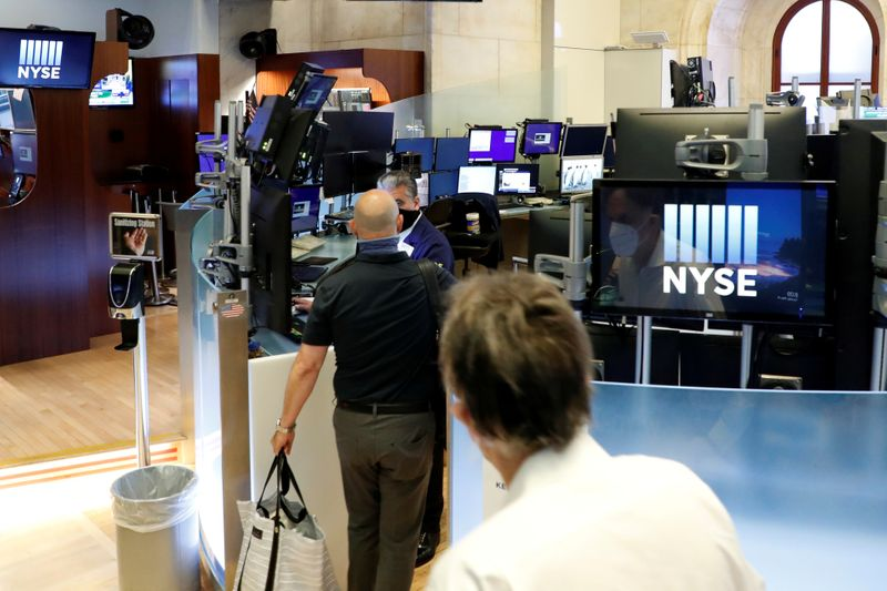 © Reuters. New York Stock Exchange opens during COVID-19