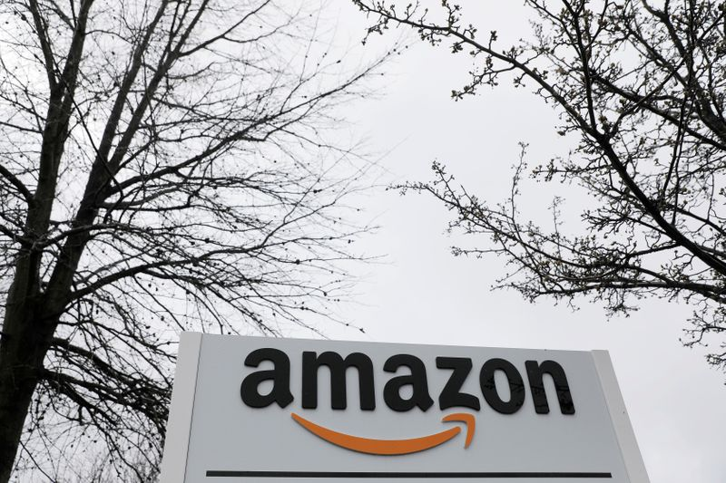 © Reuters. Signage is seen at an Amazon facility in Bethpage on Long Island in New York