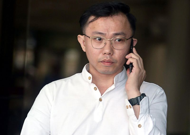 © Reuters. Tan Tong Han, owner of Black Tidings, leaves a court in Singapore
