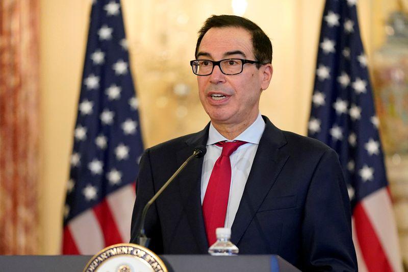 © Reuters. FILE PHOTO: U.S. Treasury Secretary Mnuchin addresses news conference on Iran sanctions in Washington