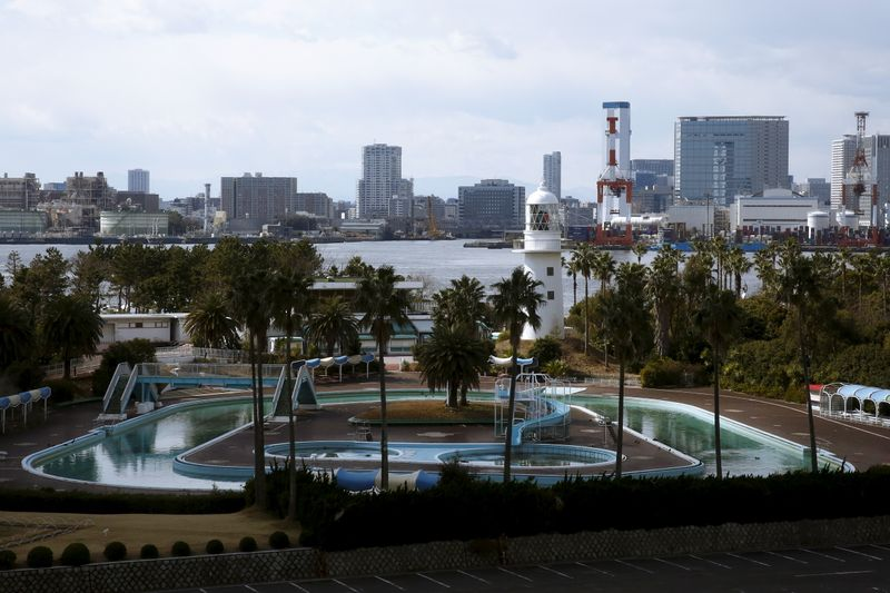 © Reuters. A general view shows the outdoor pool at Museum of Maritime Science with Tokyo's skyline in the background