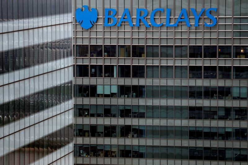 © Reuters. FILE PHOTO: A Barclays bank building is seen at Canary Wharf in London