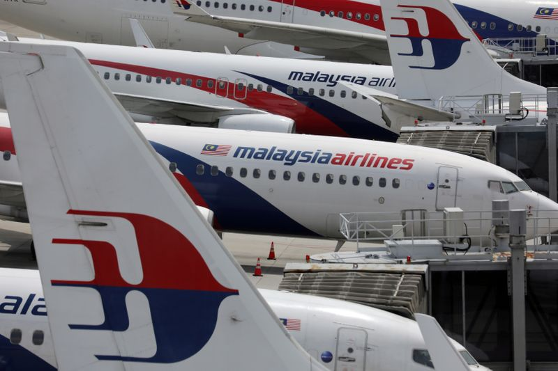 © Reuters. FILE PHOTO: Malaysia Airlines planes are seen parked at Kuala Lumpur International Airport, amid the coronavirus disease (COVID-19) outbreak in Sepang