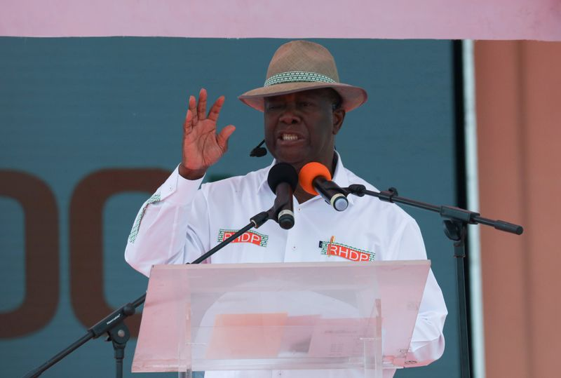 © Reuters. FILE PHOTO: Ivory Coast President Alassane Ouattara officially nominated to stand for third term in Abidjan