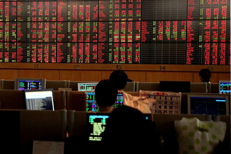 Ações da China fecham em baixa após dados do PIB decepcionantes