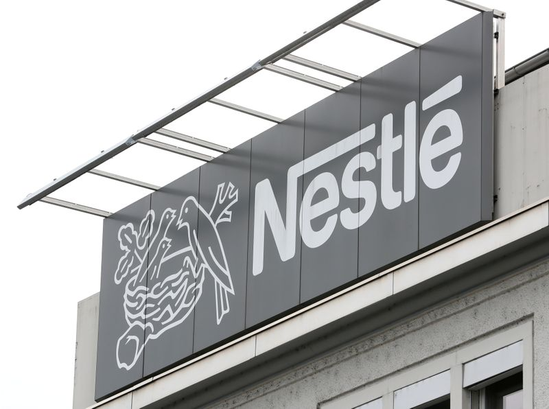 © Reuters. FILE PHOTO: Logo of Nestle is seen in Konolfingen