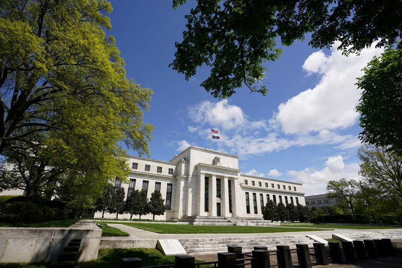 © Reuters. FILE PHOTO: The Federal Reserve in Washington