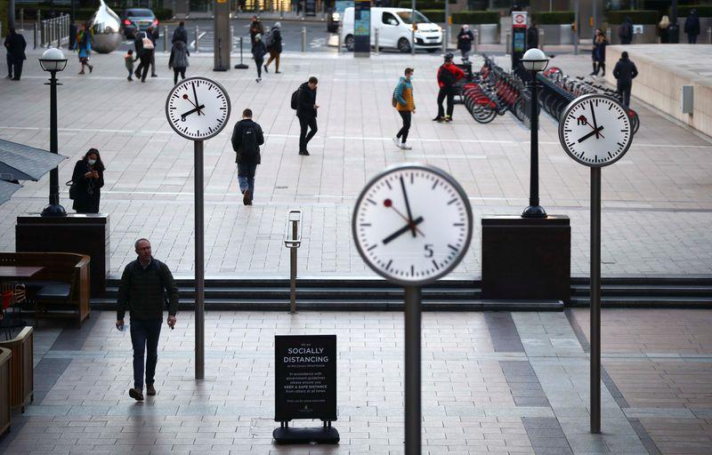 UK borrowing exceeds forecasts, debt highest since 1960
