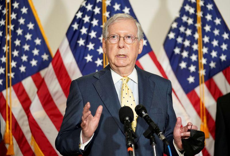 © Reuters.  FOTO DE ARCHIVO: Mitch McConnell habla en el Capitolio de Estados Unidos en Washington