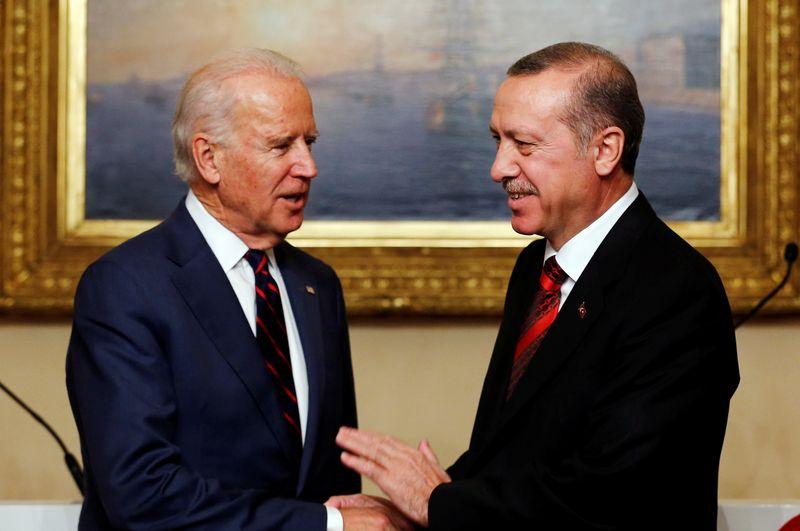 © Reuters. FILE PHOTO: U.S. VP Biden meets with Turkey's President Erdogan in Istanbul