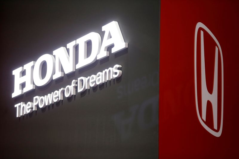 © Reuters. FILE PHOTO: The Honda logo displayed at the 89th Geneva International Motor Show in Geneva