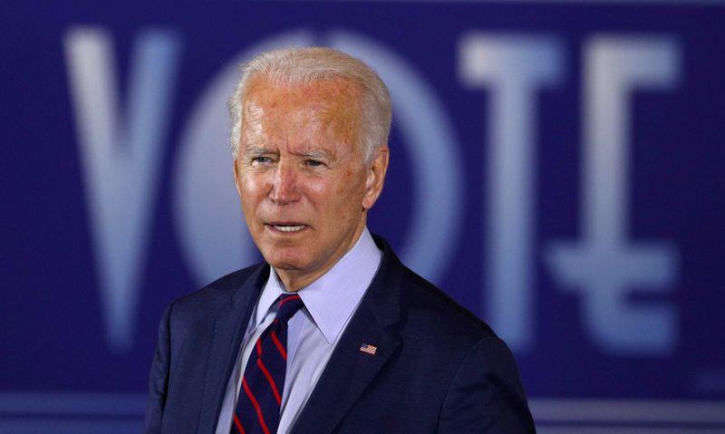 © Reuters. FILE PHOTO: Democratic presidential candidate Joe Biden attends a Voter Mobilization Event in Cincinnati