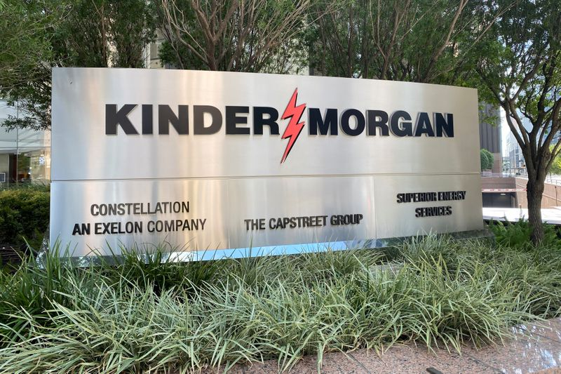 © Reuters. The headquarters of U.S. energy exporter and pipeline operator Kinder Morgan Inc. is seen in Houston