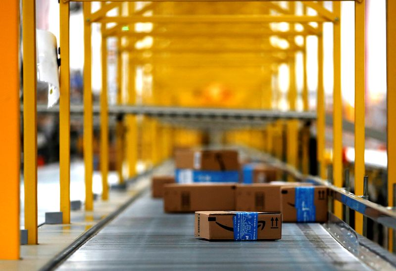 © Reuters. Amazon packages are seen at the new Amazon warehouse during its opening announcement on the outskirts of Mexico City