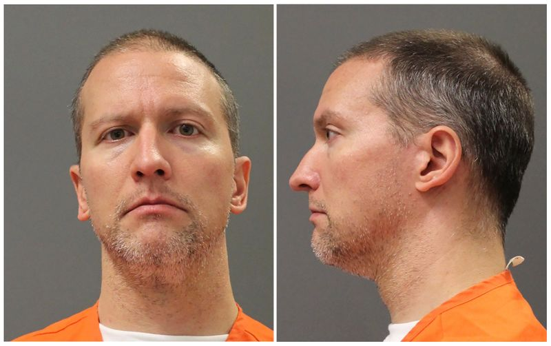 © Reuters. Former Minneapolis police officer Derek Chauvin poses for a booking photograph