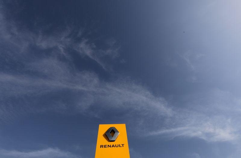 © Reuters. RENAULT VA ARRÊTER LA PRODUCTION DU FOURGON FIAT À SANDOUVILLE