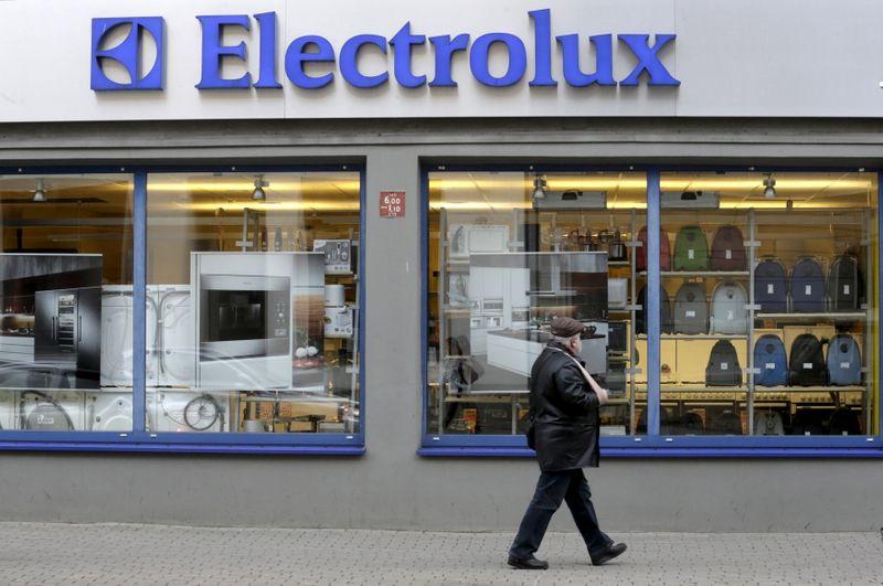 © Reuters. ELECTROLUX DÉPASSE LES ATTENTES AU T3, AIDÉ PAR LE CONFINEMENT