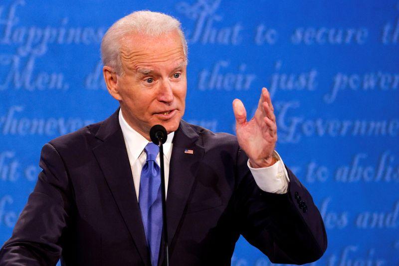 © Reuters. Final 2020 U.S. presidential campaign debate in Nashville