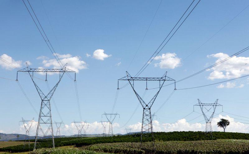 © Reuters. Linhas de transmissão de energia em Santo Antônio do Jardim (SP)