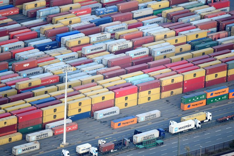 © Reuters. Containers are seen at a terminal in the port of Hamburg