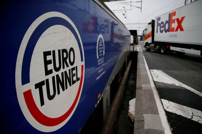 © Reuters. FILE PHOTO: A truck boards an Eurotunnel freight shuttle at the Eurotunnel terminal of Coquelles near Calais
