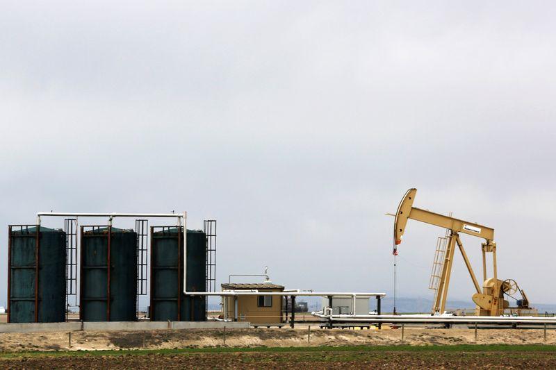 Preços do petróleo caem 3% com novo avanço da Covid-19 e retomada de oferta da Líbia