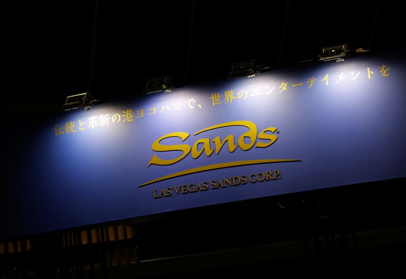 © Reuters. The logo of Las Vegas Sands Corp is pictured at the Japan IR EXPO in Yokohama