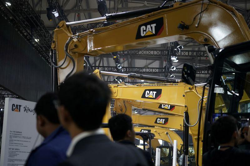 Выручка Caterpillar упала в 3 кв из-за снижения продаж в основных сегментах
