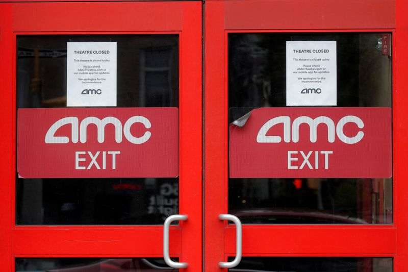 © Reuters. Closed signs are seen on an AMC Theatre during the outbreak of the coronavirus disease (COVID-19), in New York