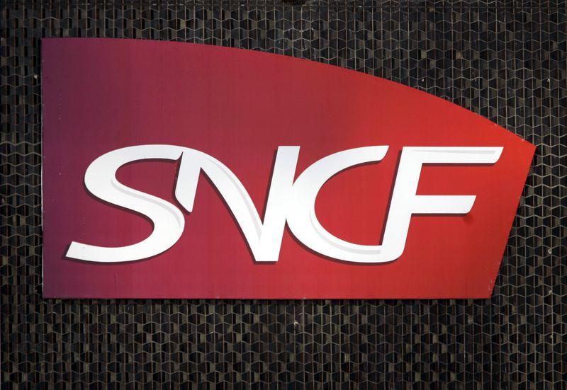 © Reuters. LA SNCF BOUCLE UN EMPRUNT RECORD DE 2 MILLIARDS D'EUROS SUR 30 ANS