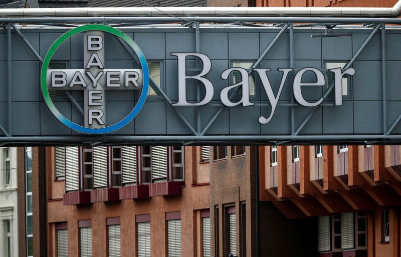 © Reuters. FILE PHOTO: Logo of Bayer AG at a plant of the German pharmaceutical and chemical maker in Wuppertal