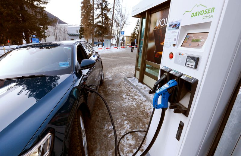 © Reuters. FILE PHOTO: An electric-powered Audi car is charged at a charging station in Davos