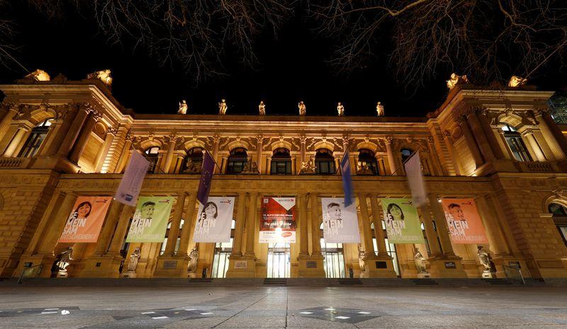 Deutsche Boerse quarterly net profit down 9%, misses forecasts