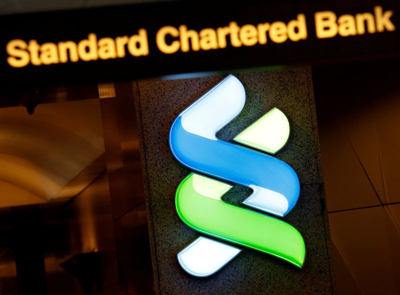 © Reuters. FILE PHOTO: A logo of Standard Chartered is displayed at its main branch in Hong Kong