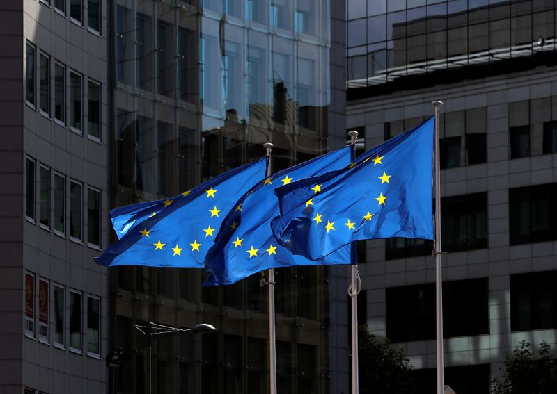 © Reuters. European Union flags flutter outside the European Commission headquarters in Brussels