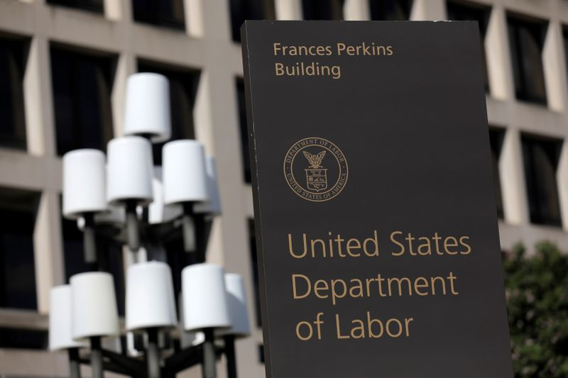 © Reuters. The United States Department of Labor is seen in Washington, D.C., U.S.