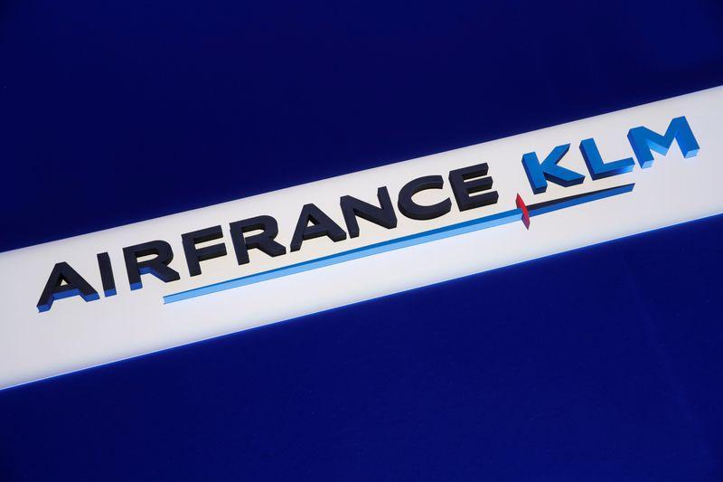 © Reuters. LES PILOTES DE KLM REFUSENT LE GEL DES SALAIRES RÉCLAMÉ PAR LE GOUVERNEMENT NÉERLANDAIS