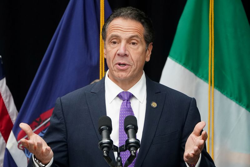 © Reuters. FILE PHOTO: Governor of New York Andrew Cuomo speaks