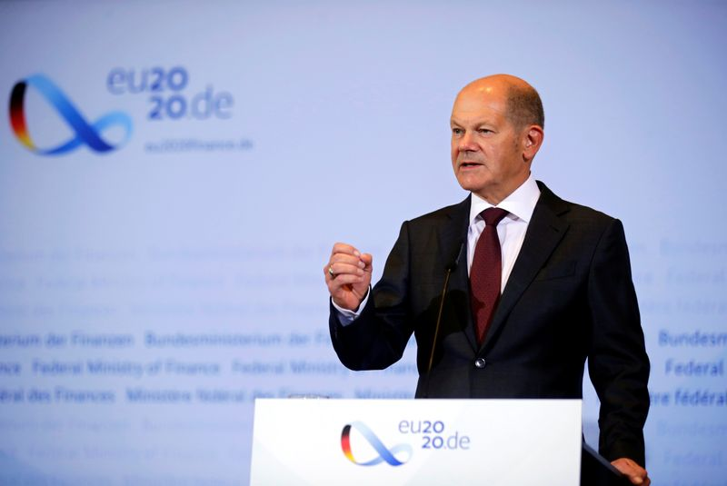 © Reuters. German Finance Minister Scholz and Justice Minister Lambrecht hold news conference in Berlin