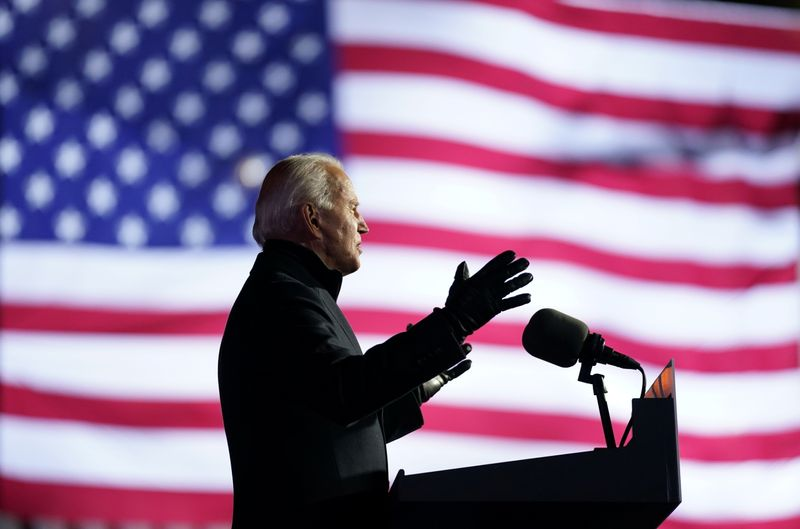 © Reuters. Democratic U.S. presidential nominee and former Vice President Joe Biden holds a drive-in campaign rally at Heinz Field in Pittsburgh