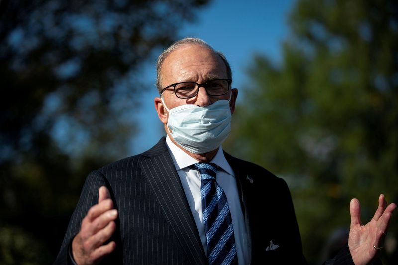 © Reuters. FILE PHOTO: White House chief economic adviser Larry Kudlow speaks to reporters following a television interview, outside the White House i