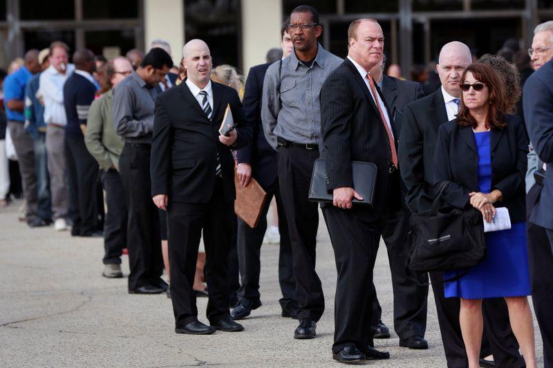 © Reuters. FILE PHOTO: People wait in line to enter the Nassau County Mega Job Fair at Nassau Veterans Memorial Coliseum in Uniondale, New York