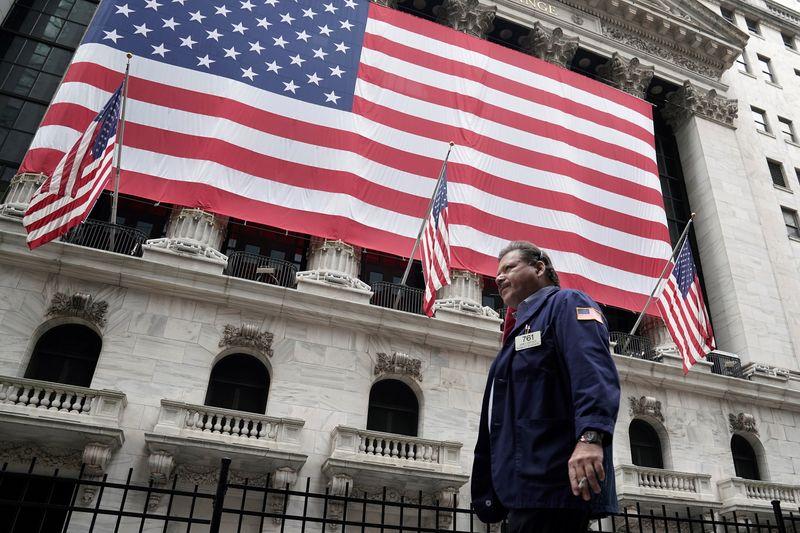© Reuters. LA BOURSE DE NEW YORK OUVRE EN RECUL