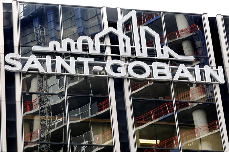 © Reuters. SAINT-GOBAIN EN NÉGOCIATIONS EXCLUSIVES POUR VENDRE LAPEYRE À MUTARES