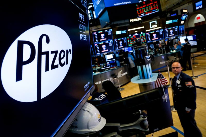 © Reuters. FILE PHOTO: FILE PHOTO: A logo for Pfizer is displayed on a monitor on the floor at the NYSE in New York